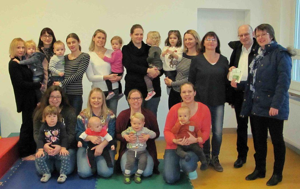 Spendenübergabe Eltern-Kind-Gruppe, Mantel